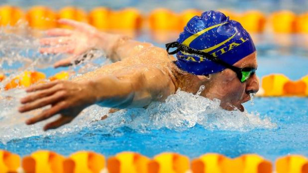 Action photo of Lewis Clareburt swimming